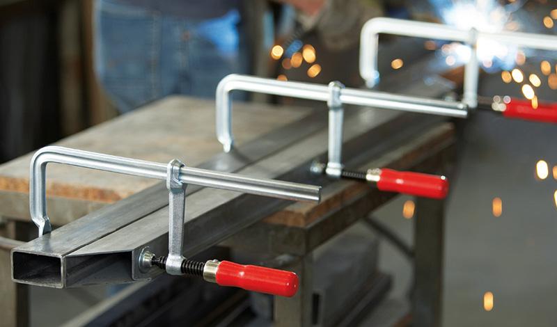 GS с надежной деревянной ручкой