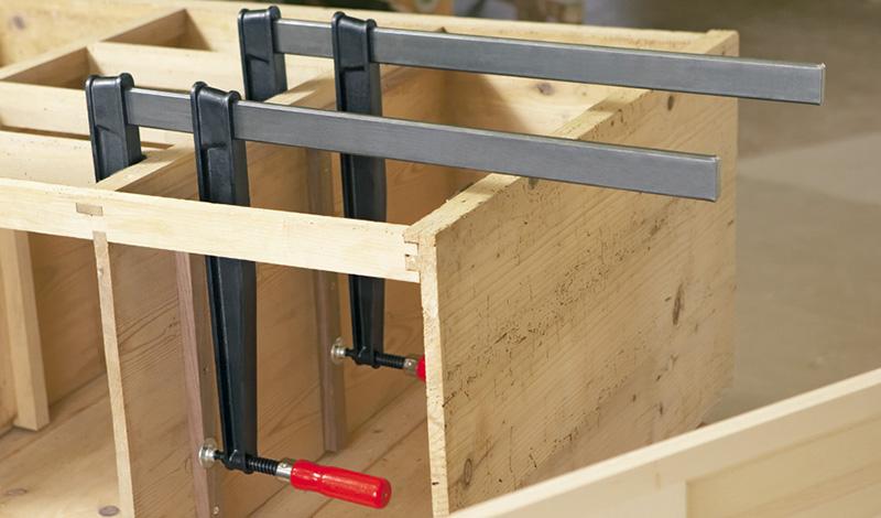 TGNT с надежной деревянной ручкой Струбцины из ковкого чугуна BESSEY TGNT с надежной деревянной ручкой