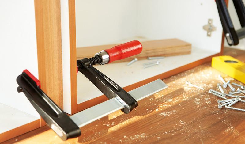 TGRС с надежной деревянной ручкой Струбцины из ковкого чугуна BESSEY TGRC с надежной деревянной ручкой