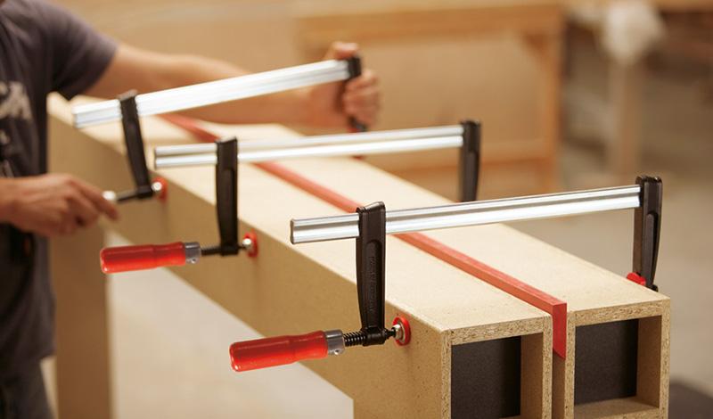 TKPN Струбцины из ковкого чугуна BESSEY TKPN с надежной деревянной ручкой