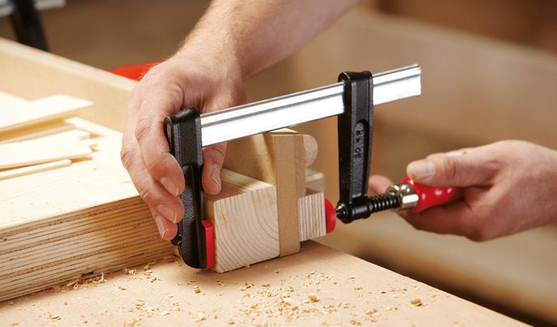 TPN с надежной деревянной ручкой Струбцины из ковкого чугуна BESSEY TPN с надежной деревянной ручкой